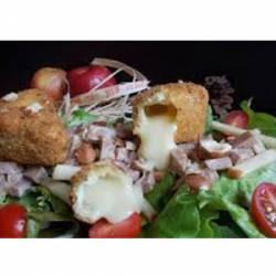 Salade de camembert pané et sa confiture